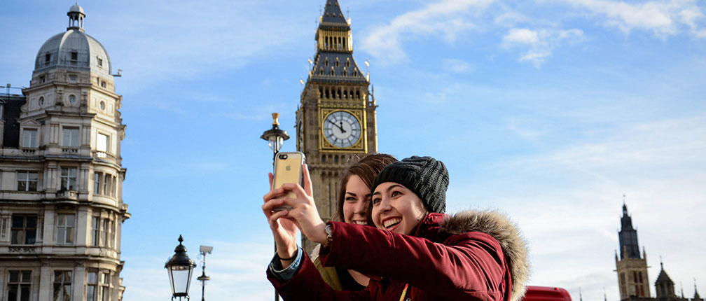 Mizzou students taking a selfie in front of Big Ben in London.